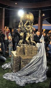 Burmistrz Słubic odsłania pomnik Wikipedii (fot. DerHexer, licencja CC-BY-SA-3.0)