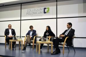 Dyskusja na temat przyszłości Wikipedii. Od lewej: Sebastian Wallroth, Dariusz Jemielniak, Natalia Szafran-Kozakowska i Garfield Byrd.  (fot. DerHexer, licencja: CC-BY-SA-3.0