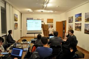 Uczestnicy spotkania podczas wykładu koordynatorki GLAM (fot. Halibutt, licencja CC0-1.0)