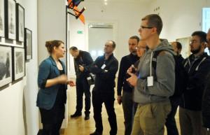 Oprowadzanie po Zachęcie – Narodowej Galerii Sztuki w ramach wydarzenia Zachęta do Wikipedii (fot. Halibutt, licencja CC-BY-SA-3.0)
