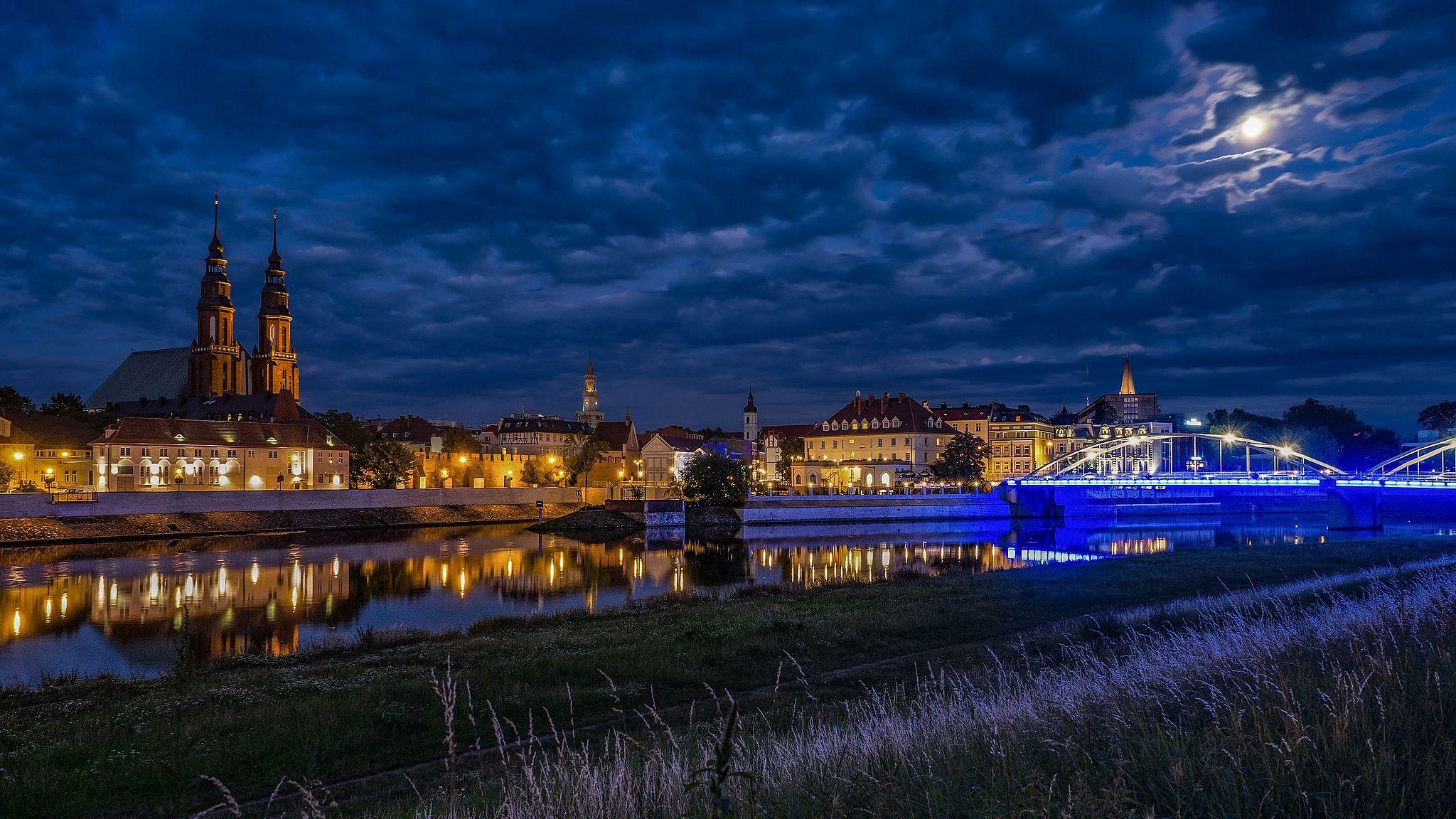 Opole, widok na Stare Miasto znad Odry autor: SuperGlob