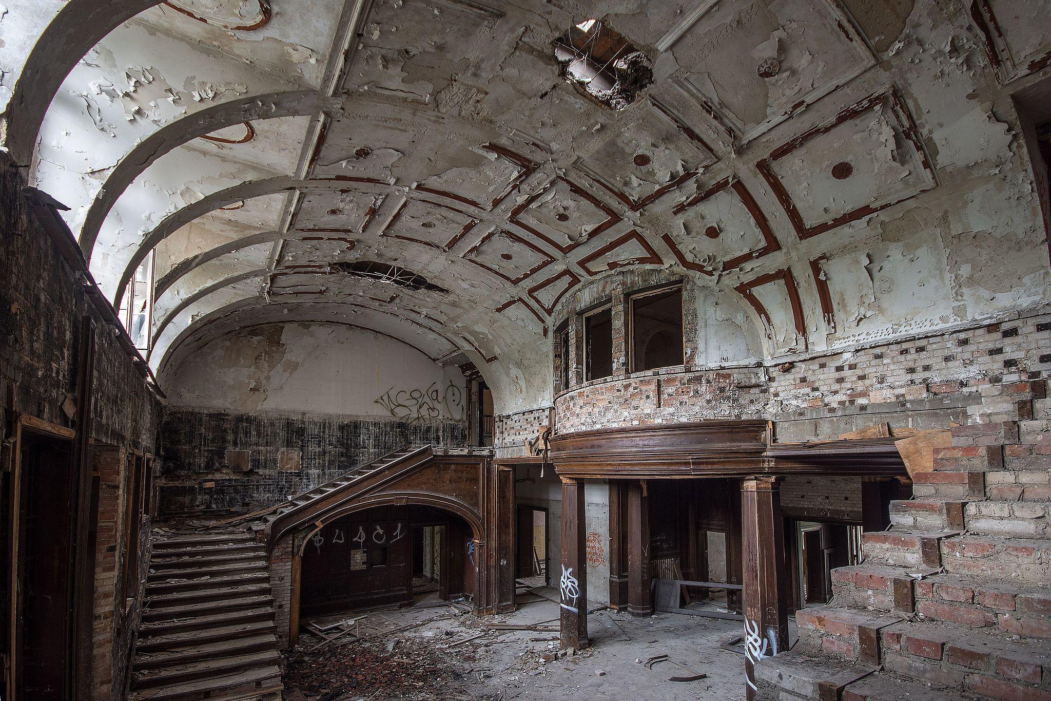 Wnętrze pałacu w Bełczu Wielkim, autor: Sławomir Milejski, CC-BY-SA 3.0