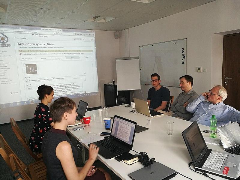 Wikiwarsztaty dla pracowników Instytutu Adama Mickiewicza w Warszawie w dn. 11 czerwca. Fot. Celina Strzelecka, CC BY-SA 4.0